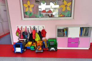 zabawki oraz szafka z zabawkami