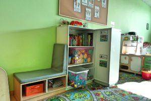 Regały i półki z zabawkami